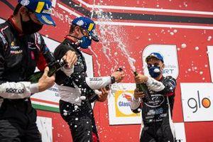 Leonardo Caglioni, Ombra Racing, Marzio Moretti, Bonaldi Motorsport e Alessandro Giardelli, Dinamic Motorsport festeggiano sul podio