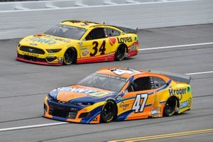 Ricky Stenhouse Jr., JTG Daugherty Racing, Chevrolet Camaro SunnyD and Michael McDowell, Front Row Motorsports, Ford Mustang Love's Travel Stops