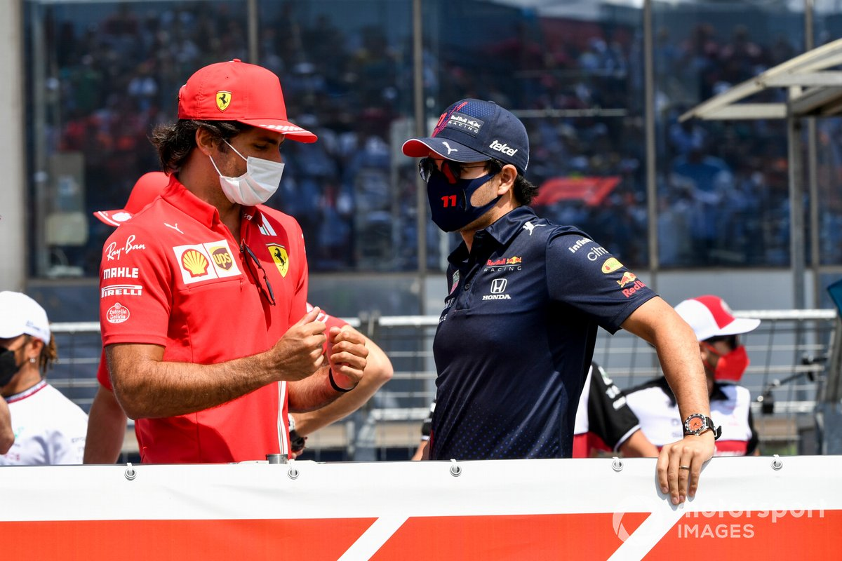 Carlos Sainz Jr., Ferrari, Sergio Pérez, Red Bull Racing in the drivers' parade