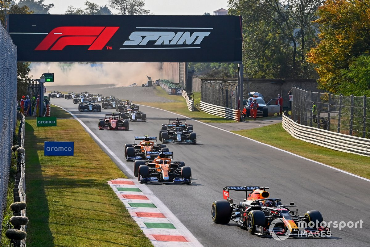 Max Verstappen, Red Bull Racing RB16B, Daniel Ricciardo, McLaren MCL35M, and Lando Norris, McLaren MCL35M