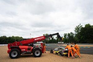 #60 Iron Lynx Ferrari 488 GTE EVO LMGTE Am, Claudio Schiavoni, Paolo Ruberti, Raffaele Giammaria is recovered by marshalls