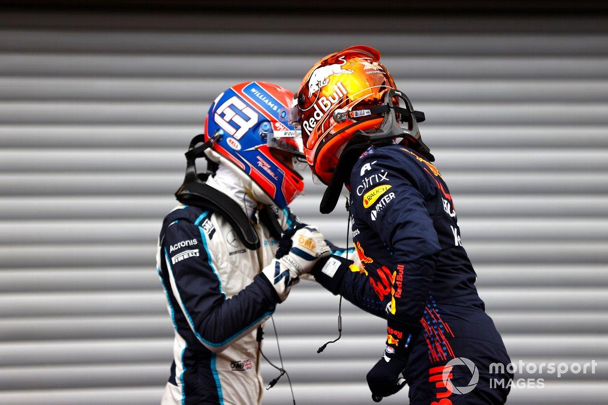 El segundo puesto George Russell, Williams, y el ganador de la pole Max Verstappen, Red Bull Racing celebran en Parc Ferme