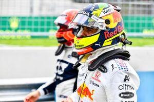 Sergio Perez, Red Bull Racing, in Parc Ferme na de kwalificatie