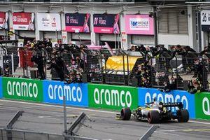 Daniel Ricciardo, Renault F1 Team R.S.20, 3ª posición, cruza la línea