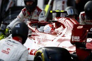 Antonio Giovinazzi, Alfa Romeo Racing C39, makes a stop