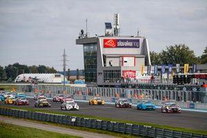 Start des WTCR 2020 auf dem Slovakiaring