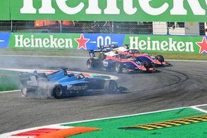 Calan Williams, Jenzer Motorsport spins whilst David Beckmann, Trident and Lirim Zendeli, Trident battle