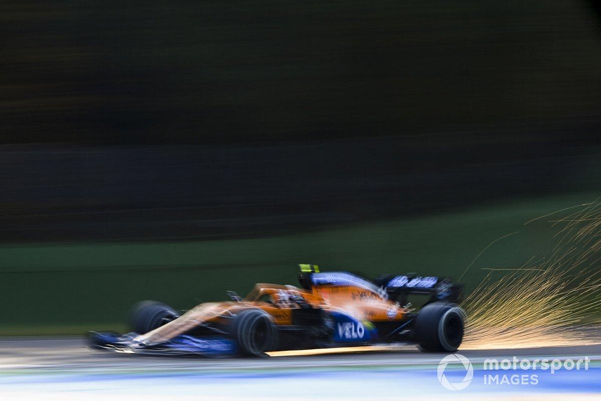 Искры за машиной Ландо Норриса, McLaren MCL35
