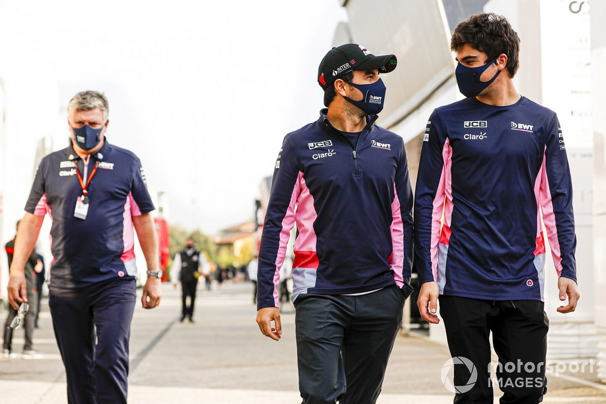 Otmar Szafnauer, Director del equipo y CEO, Racing Point, Sergio Pérez, Racing Point, y Lance Stroll, Racing Point