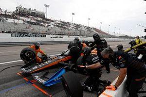 /iOliver Askew, Arrow McLaren SP Chevrolet, pit stop