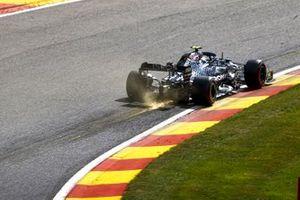 Scintille generate dall'auto di Valtteri Bottas, Mercedes F1 W11
