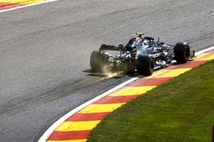 Sparks trail from Valtteri Bottas, Mercedes F1 W11