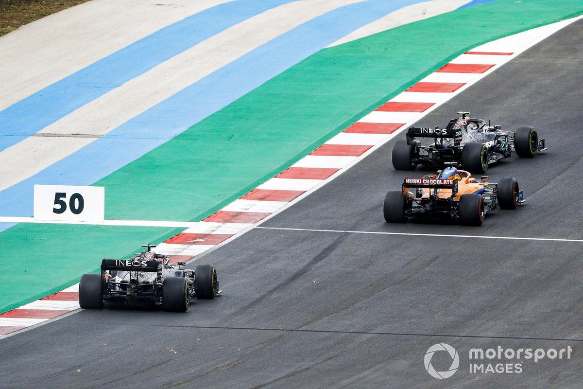 Valtteri Bottas, Mercedes F1 W11, Carlos Sainz Jr., McLaren MCL35, Lewis Hamilton, Mercedes F1 W11