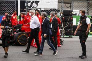Ross Brawn, Directeur Motorsports, FOM, sur la grille