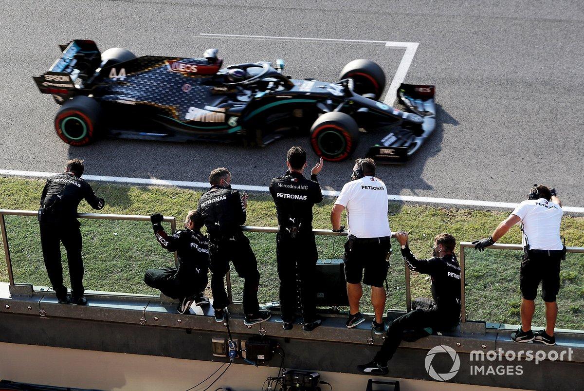Ganador de la carrera Lewis Hamilton, Mercedes