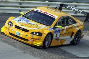 Manuel Reuter, Timo Scheider, Marcel Tiemann, Volker Strycek OPC Team Phoenix Opel Astra V8 Coupe gagne la course
