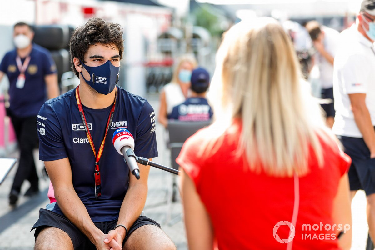 Lance Stroll, Racing Point, habla con la prensa