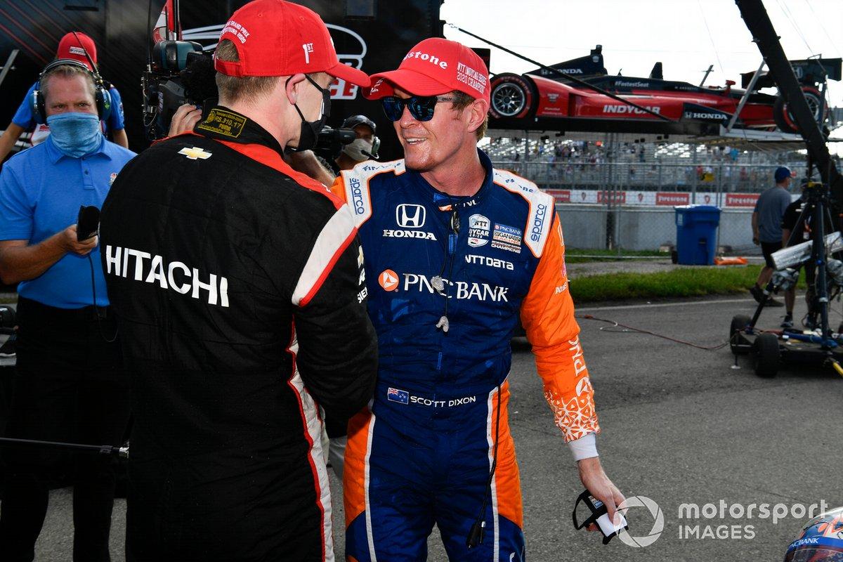 Campeón Scott Dixon, Chip Ganassi Racing Honda, y el ganador de la carrera Josef Newgarden, Team Penske Chevrolet