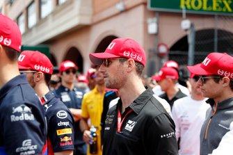 Romain Grosjean, Haas F1 con la gorra de tributo a Niki Lauda