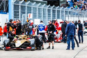 Jean-Eric Vergne, DS TECHEETAH, gets out of his DS E-Tense FE19 on the grid