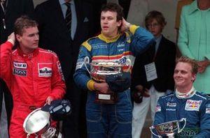 Подиум: победитель Гран При Монако Оливье Панис, Ligier, второе место – Дэвид Култхард, McLaren, третье место – Джони Херберт, Sauber