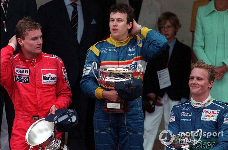 Podyum: Yarış galibi Olivier Panis, Ligier, 2. David Coulthard, McLaren, 3. Johnny Herbert, Sauber
