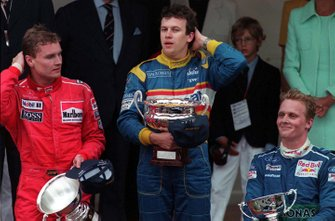 Podium: race winnaar Olivier Panis, Ligier, tweede David Coulthard, McLaren, derde Johnny Herbert, Sauber