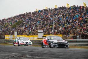 Frédéric Vervisch, Comtoyou Team Audi Sport Audi RS 3 LMS; Kevin Ceccon, Team Mulsanne Alfa Romeo Giulietta TCR
