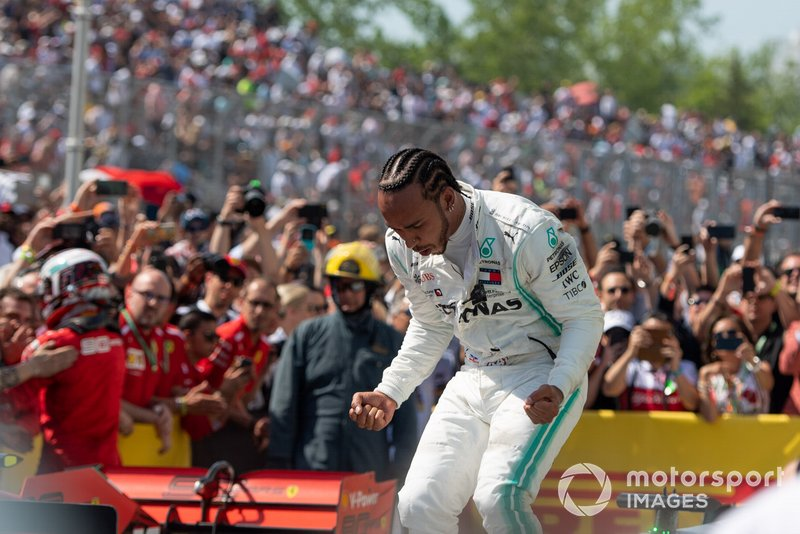 Lewis Hamilton, Mercedes AMG F1, 1ª posición celebra en el Parc Ferme