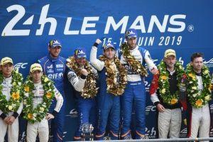 LMP2 podio: ganadores #36 Signatech Alpine Matmut Alpine A470: Nicolas Lapierre, Andre Negrao, Pierre Thiriet