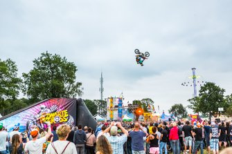 Backflip op de Zwarte Cross