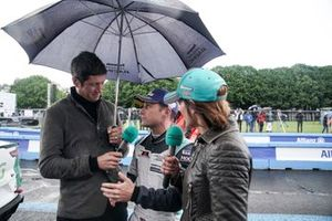 Bryan Sellers, Rahal Letterman Lanigan Racing, is interviewed by TV Presenters Vernon Kay, Amanda Stretton