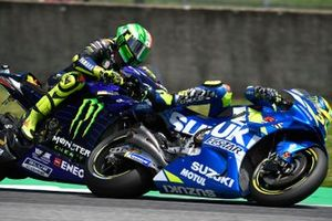 Valentino Rossi, Yamaha Factory Racing, Joan Mir, Team Suzuki MotoGP, touching