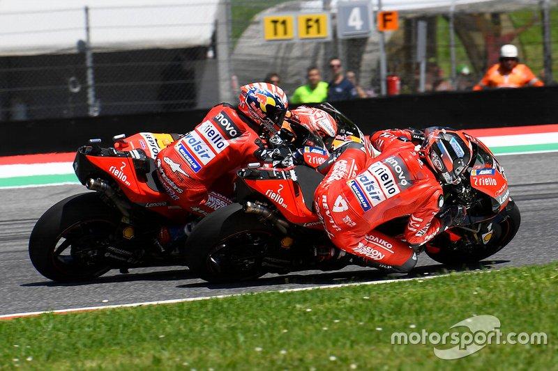 Con Dovizioso vencido, Petrux supera a Marc porque va por el sitio bueno, el interior, tiene que recorrer menos metros que el de Honda