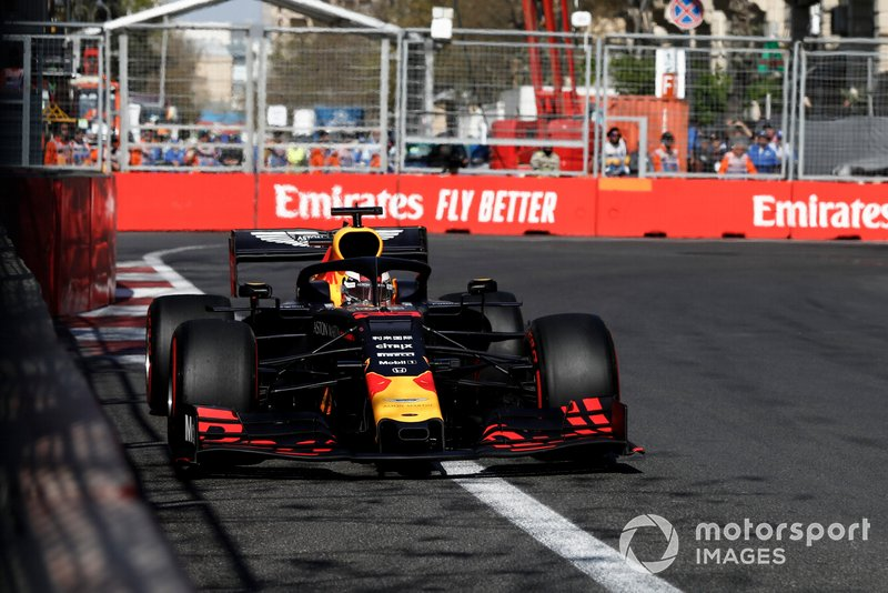 Verstappen reports engine braking issues early in the race