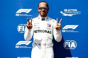 Pole man Lewis Hamilton, Mercedes AMG F1, festeggia