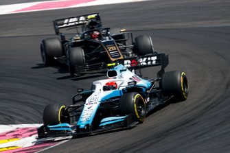 Robert Kubica, Williams FW42, leads Kevin Magnussen, Haas F1 Team VF-19