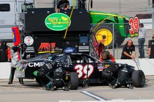 Ryan Sieg, RSS Racing, Chevrolet Camaro C2 Freight Resources pit stop