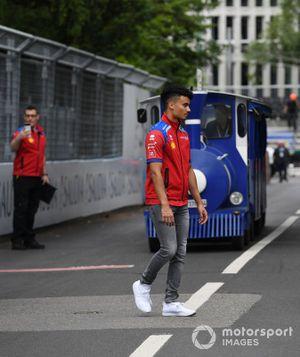 Pascal Wehrlein, Mahindra Racing, evita un treno