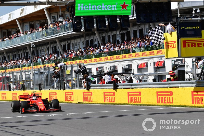 Sebastian Vettel, Ferrari SF90, seconda posizione, prende la bandiera a scacchi