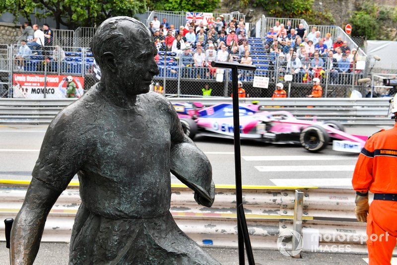 Lance Stroll, Racing Point RP19 y la estatua de Fangio