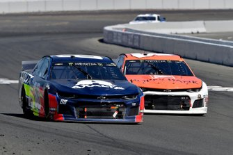 Alex Bowman, Hendrick Motorsports, Chevrolet Camaro Axalta and Daniel Hemric, Richard Childress Racing, Chevrolet Camaro Poppy Bank