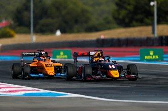 Yuki Tsunoda, Jenzer Motorsport, leads Alexander Peroni, Campos Racing