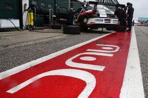 La Porsche di Patrick Kujala, Bonaldi Motorsport, in pit lane
