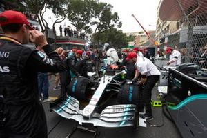 Mechanics prepare the car of Valtteri Bottas, Mercedes AMG W10, on the grid as he climbs out