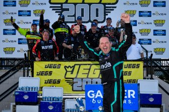 Race Winner Johnny Sauter, ThorSport Racing, Ford F-150 Tenda Heal