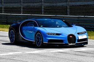 Une Bugatti Veyron lors de la Supercar parade