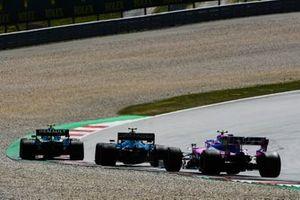 Nico Hulkenberg, Renault F1 Team R.S. 19, devant Kevin Magnussen, Haas F1 Team VF-19, et Lance Stroll, Racing Point RP19