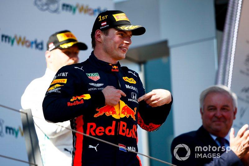 Il vincitore della gara Max Verstappen, Red Bull Racing festeggia sul podio