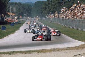 Jacky Ickx, Ferrari 312B leads Pedro Rodriguez, BRM P153, Clay Regazzoni, Ferrari 312B, Jackie Stewart, March 701 Ford, and Ignazio Giunti, Ferrari 312B